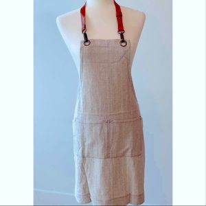 Linen apron with leather strap